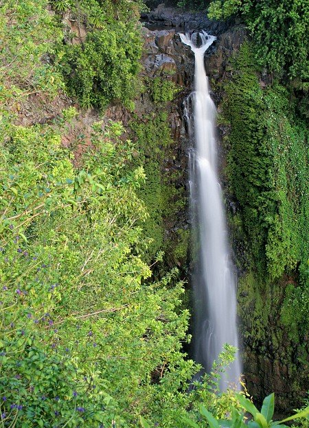 makahiku falls along the pipiwai trail